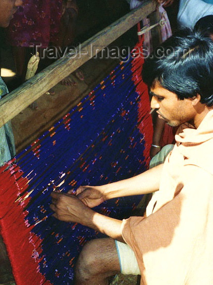 india225: India - Nuapatna (Orissa): tying the double-Ikat on the warp - photo by G.Frysinger - (c) Travel-Images.com - Stock Photography agency - Image Bank