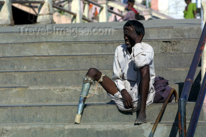 india230: India - Haridwar (Uttaranchal state): begger relies on the charity of holy pilgrims visting for the Bhagirath prayer - amputee on stairs (photo by Rod Eime) - (c) Travel-Images.com - Stock Photography agency - Image Bank