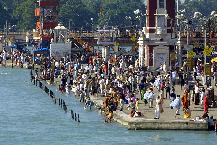 india233: India - Haridwar (Uttaranchal state): in the tradition of Bhagirath, Hindus stand in the sacred waters of the Ganges, praying for the salvation of their ancestors (photo by Rod Eime) - (c) Travel-Images.com - Stock Photography agency - Image Bank