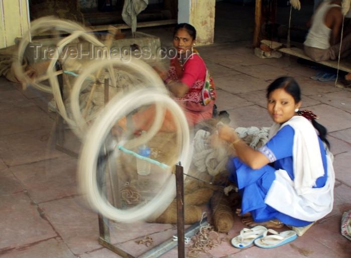 india235: India - Jaipur: women spinning wool for the manufacture of traditional carpets - photo by R.Eime - (c) Travel-Images.com - Stock Photography agency - Image Bank