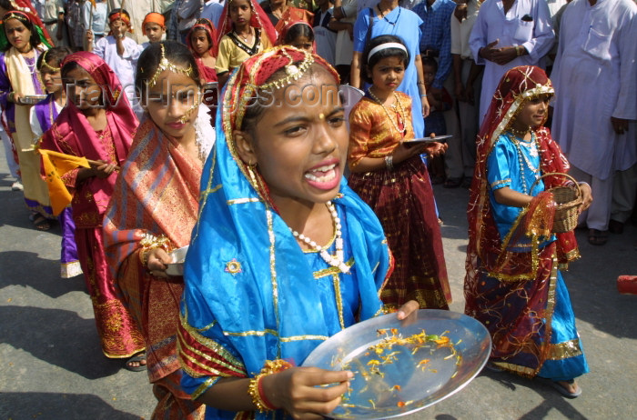 india241: India - Narendranager (Uttaranchal): young girls taking part in a costume parade - festival of Navaratri (photo by Rod Eime) - (c) Travel-Images.com - Stock Photography agency - Image Bank