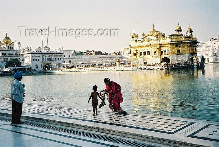 india257: India - Amritsar (Punjab): the Golden temple - by the pond (photo by J.Kaman) - (c) Travel-Images.com - Stock Photography agency - Image Bank