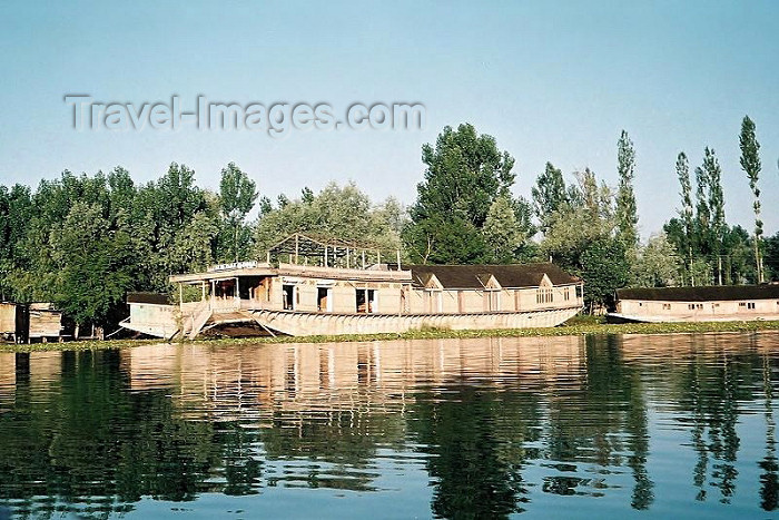 india258: India - Shrinagar/ Srinagar (Jammu and Kashmir): houseboats on lake Dal (photo by J.Kaman) - (c) Travel-Images.com - Stock Photography agency - Image Bank