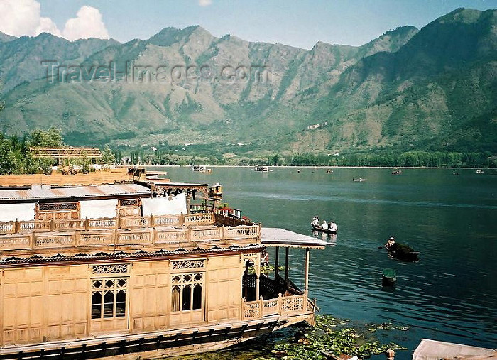 india259: India - Shrinagar/ Srinagar - valley of Kashmir (Jammu and Kashmir): lake Dal and the mountains (photo by J.Kaman) - (c) Travel-Images.com - Stock Photography agency - Image Bank