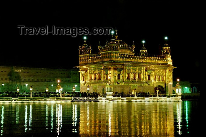 india265: India - Amritsar (Punjab): the Golden temple at night - Harimandir Sahib or Darbar Sahib (photo by J.Kaman) - (c) Travel-Images.com - Stock Photography agency - Image Bank