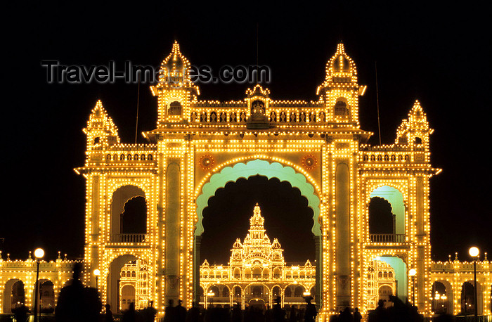 india29: India - Mysore (Karnataka state) / MYQ:  Amba Vilas - Mysore Palace - former residence of the Wodeyar kings - architect Henry Irwin -  Indo-Saracenic style - at night - photo by W.Allgöwer - (c) Travel-Images.com - Stock Photography agency - Image Bank