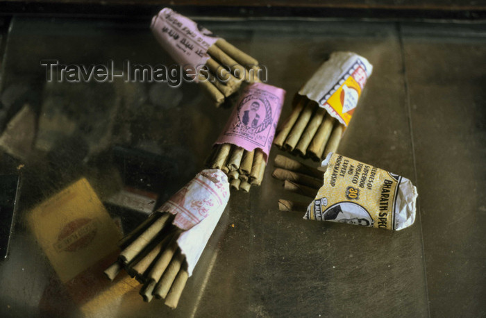 india292: India: beedis or bidis - a thin, often flavored, Indian cigarette made of tobacco wrapped in a tendu or temburini leaf - photo by W.Allgöwer - (c) Travel-Images.com - Stock Photography agency - Image Bank