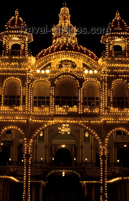 india30: India - Mysore (Karnataka state) / MYQ:  Amba Vilas - Mysore Palace - former residence of the Wodeyar kings - architect Henry Irwin - Indo-Saracenic style - at night - photo by W.Allgöwer - (c) Travel-Images.com - Stock Photography agency - Image Bank