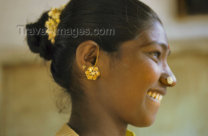 india301: South India:  Indian woman with gold jewlry and Bindi - photo by  W.Allgöwer - (c) Travel-Images.com - Stock Photography agency - Image Bank