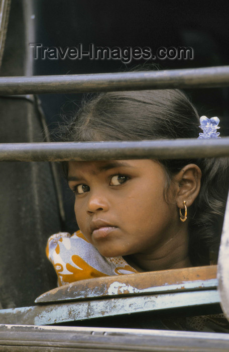india304: South India: teenage girl on a train - photo by W.Allgöwer - (c) Travel-Images.com - Stock Photography agency - Image Bank