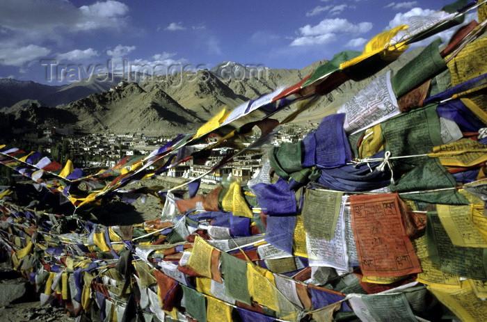 india311: India - Ladakh - Jammu and Kashmir - Leh: payer flags in the wind - photo by W.Allgöwer - Bunte Gebetsfahnen bedruckt mit heiligen Versen und dem Windpferd (Lungta). Die farbliche / symbolische Bedeutung: Rot steht für Feuer, blau für Wasser, weiß für Eis - (c) Travel-Images.com - Stock Photography agency - Image Bank