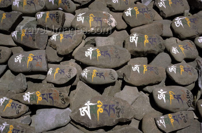 india313: India - Ladakh - Jammu and Kashmir: Mani stones - stones inscribed, with mantra, as a form of prayer in Tibetan Buddhism - religion - Buddhism - photo by W.Allgöwer - (c) Travel-Images.com - Stock Photography agency - Image Bank