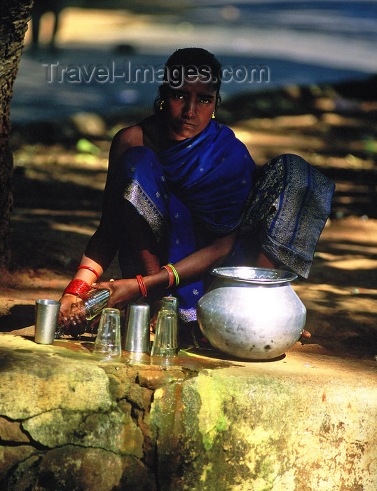 india361: Orissa, India: a girl sells cow milk at a road crossing - photo by E.Petitalot - (c) Travel-Images.com - Stock Photography agency - Image Bank