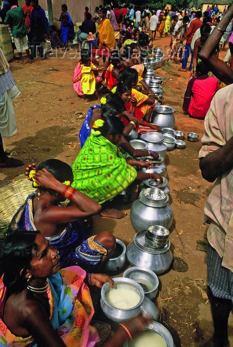india365: Orissa: women of the Bonda tribe sell alcohol at the market - photo by E.Petitalot - (c) Travel-Images.com - Stock Photography agency - Image Bank