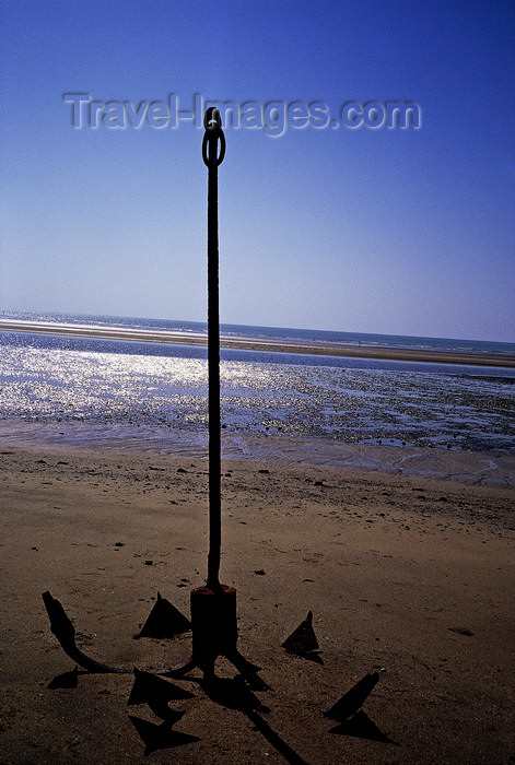 india375: India - Diu: an anchor on a beach of Diu island - photo by E.Petitalot - (c) Travel-Images.com - Stock Photography agency - Image Bank