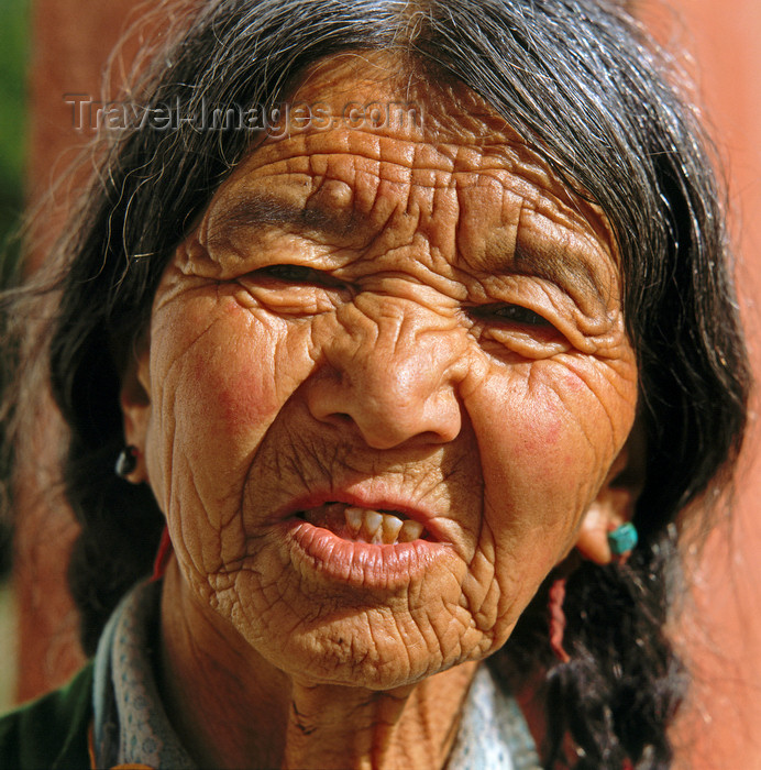 india387: India - Dharamsala (Himachal Pradesh): old Tibetan woman living in exile - photo by W.Allgöwer - (c) Travel-Images.com - Stock Photography agency - Image Bank