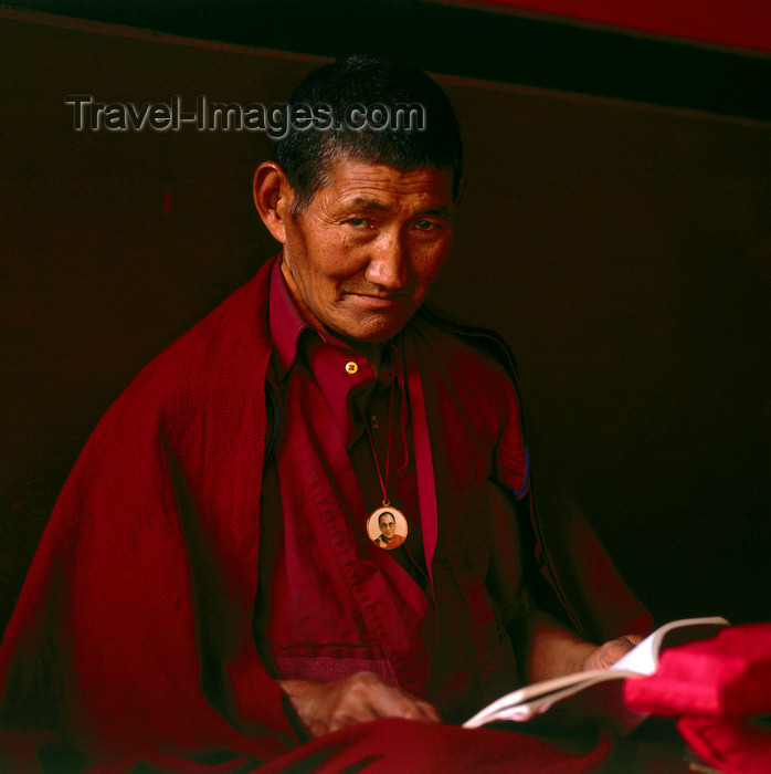 india388: India - Dharamsala (Himachal Pradesh): Tibetan monk with Dalai Lama amulet - photo by W.Allgower - (c) Travel-Images.com - Stock Photography agency - Image Bank