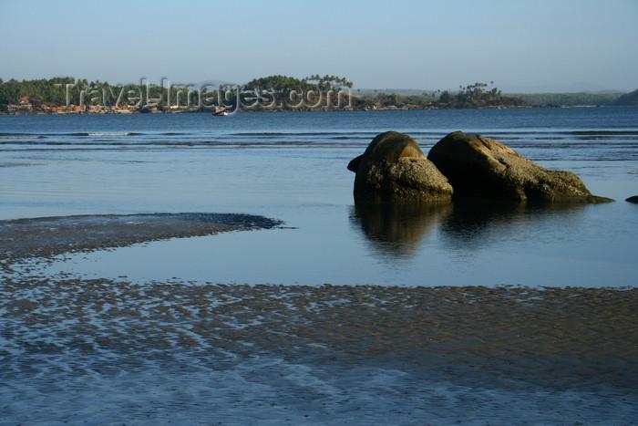 india390: India - Goa: rocks - Palolem Beach - photo by M.Wright - (c) Travel-Images.com - Stock Photography agency - Image Bank