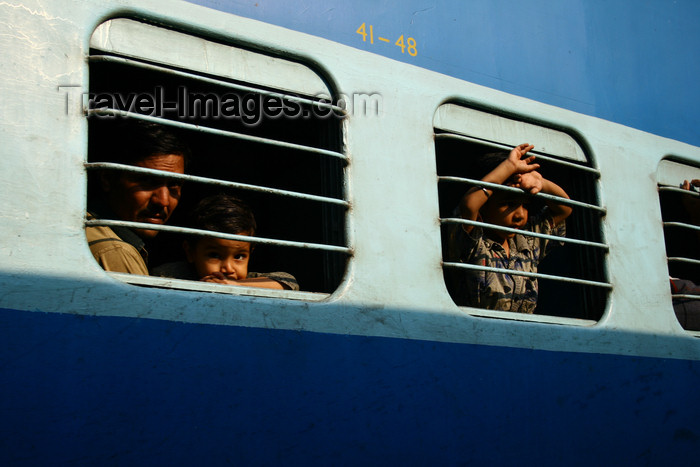india392: India - Goa: the train leaves - photo by M.Wright - (c) Travel-Images.com - Stock Photography agency - Image Bank