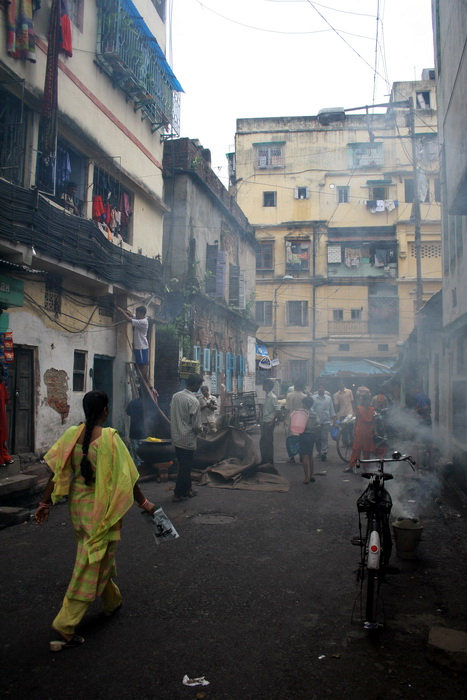india395: India - West Bengal - Calcutta: alley - photo by M.Wright - (c) Travel-Images.com - Stock Photography agency - Image Bank