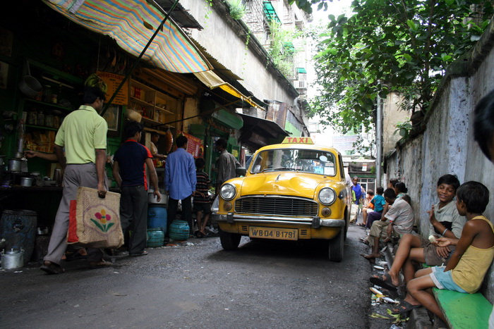 india396: India - West Bengal - Calcutta: yellow taxi - photo by M.Wright - (c) Travel-Images.com - Stock Photography agency - Image Bank