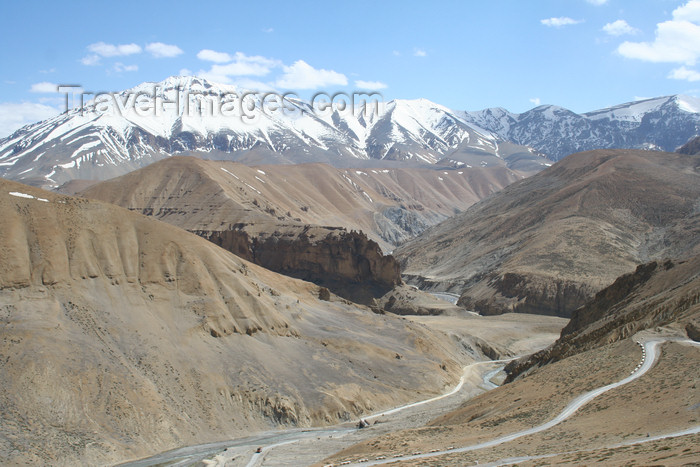 india411: India - Manali to Leh highway: valley and mountains - photo by M.Wright - (c) Travel-Images.com - Stock Photography agency - Image Bank