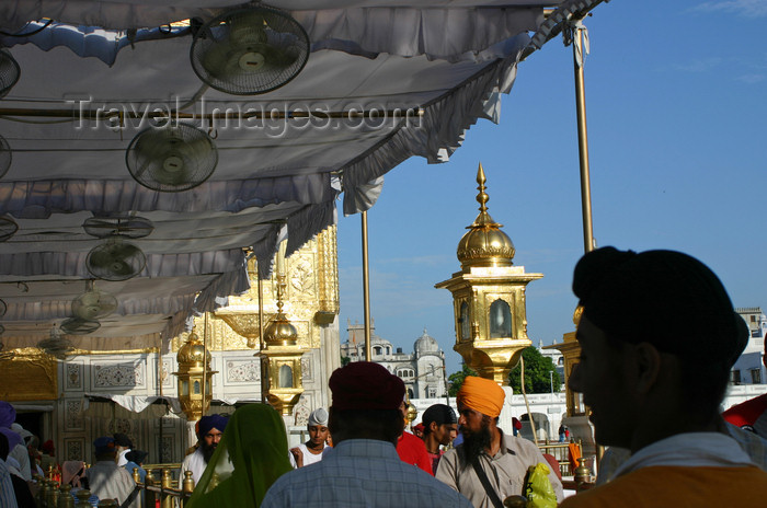india413: India - Amritsar (Punjab): at the entrance to the Golden Temple - photo by E.Andersen - (c) Travel-Images.com - Stock Photography agency - Image Bank