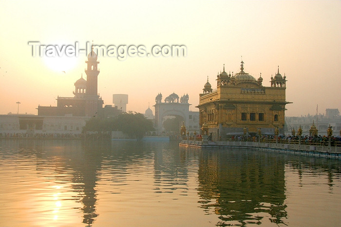 india421: Amritsar, Punjab, India: the Golden temple and the sun - Harimandir Sahib - religion - Sikhism - photo by J.Cave - (c) Travel-Images.com - Stock Photography agency - Image Bank