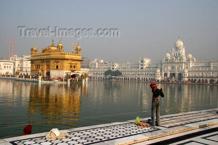 india423: Amritsar, Punjab, India: the Golden temple, the Sikh museum and the pond - photo by J.Cave - (c) Travel-Images.com - Stock Photography agency - Image Bank