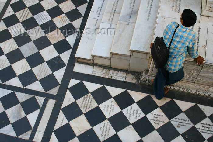 india449: Pushkar, Rajasthan, India: black and white floor - photo by M.Wright - (c) Travel-Images.com - Stock Photography agency - Image Bank