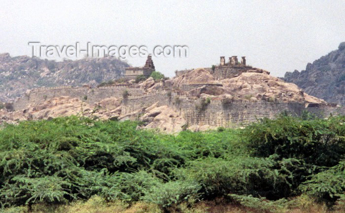 india45: India - Gingee (Sengi): ruined fortress (photo by Miguel Torres) - (c) Travel-Images.com - Stock Photography agency - Image Bank