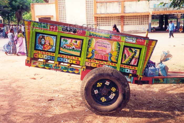 india47: India - Sravanabelagola: colourful cart at the bust station - photo by M.Torres - (c) Travel-Images.com - Stock Photography agency - Image Bank