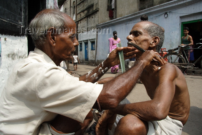 india471: Calcutta / Kolkata, West Bengal, India: trimming a moustache - street barber working on the pavement - photo by G.Koelman - (c) Travel-Images.com - Stock Photography agency - Image Bank
