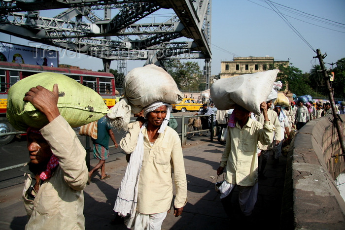 india473: Calcutta / Kolkata, West Bengal, India: Rabindra Setu / Howrah Bridge over the Hooghly River - day labourers working on the bridge - cantilever truss bridge - photo by G.Koelman - (c) Travel-Images.com - Stock Photography agency - Image Bank
