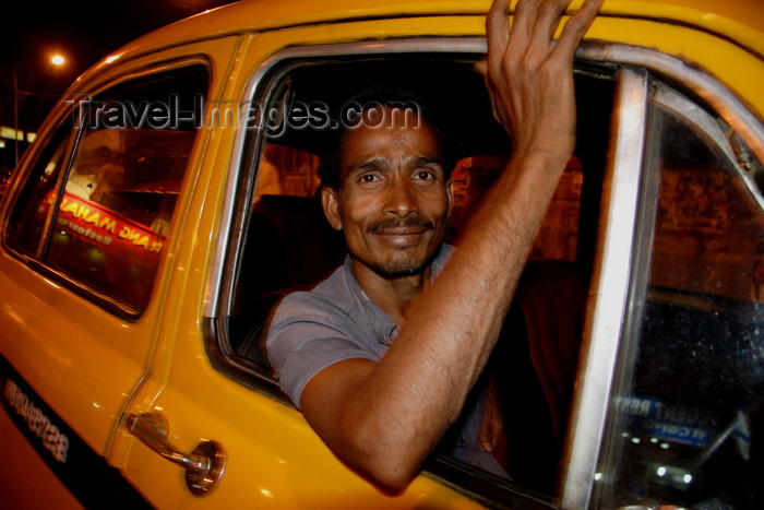 india477: Calcutta / Kolkata, West Bengal, India: taxi driver waiting in Chowringhee - nocturnal - photo by G.Koelman - (c) Travel-Images.com - Stock Photography agency - Image Bank
