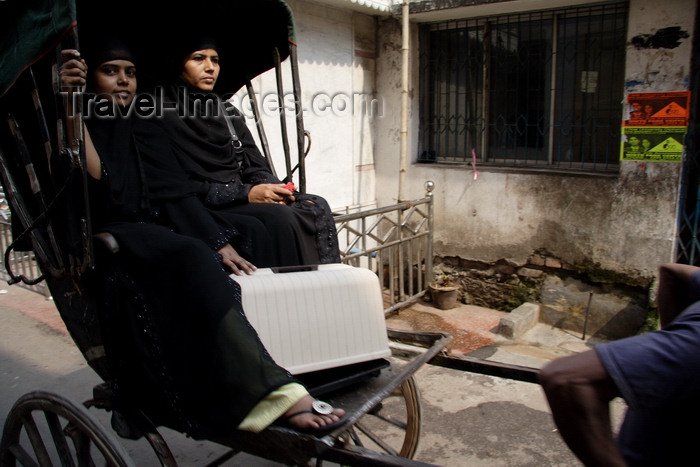 india479: Calcutta / Kolkata, West Bengal, India: rickshaw transporting two black-clad Muslim women - photo by G.Koelman - (c) Travel-Images.com - Stock Photography agency - Image Bank