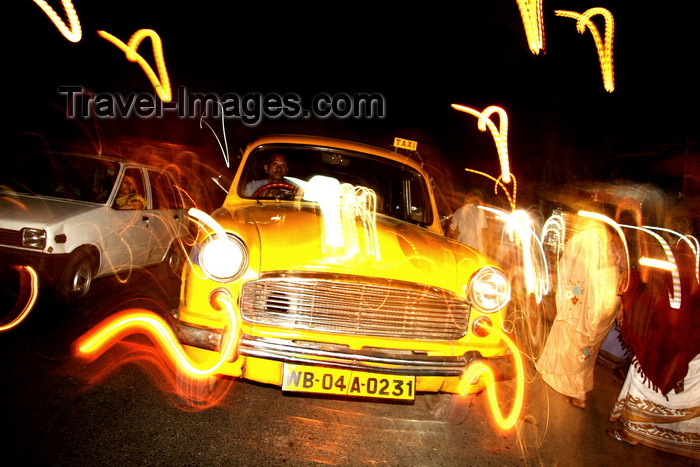 india481: Calcutta / Kolkata, West Bengal, India: Taxi in Chowringhee - Hindustan Ambassador  at night - photo by G.Koelman - (c) Travel-Images.com - Stock Photography agency - Image Bank