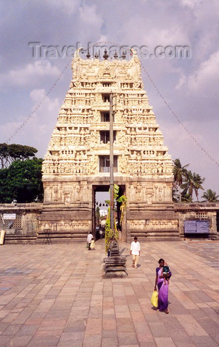india49: India - Belur: Hindu temple entrance - Gopuram (photo by Miguel Torres) - (c) Travel-Images.com - Stock Photography agency - Image Bank
