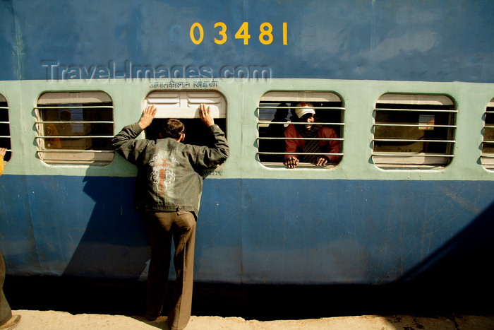 india494: New Delhi, India: traveling by train in India - saying goodbye - photo by G.Koelman - (c) Travel-Images.com - Stock Photography agency - Image Bank