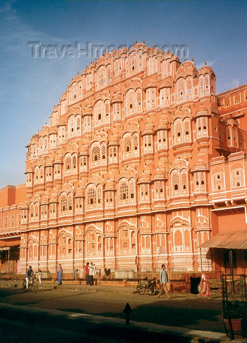 india5: India - Jaipur (Rajasthan / Rajastão): Hava Mahal / Hawa Mahal - Palace of the winds - built by poet king Sawai Pratap Singh as a house of worship for Radha-Krishna - palácio dos ventos - photo by M.Torres - (c) Travel-Images.com - Stock Photography agency - Image Bank