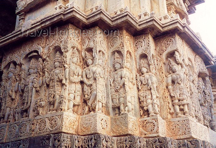 india53: India - Halebeed: fine carving - temple detail - religion - Hinduism (photo by Miguel Torres) - (c) Travel-Images.com - Stock Photography agency - Image Bank