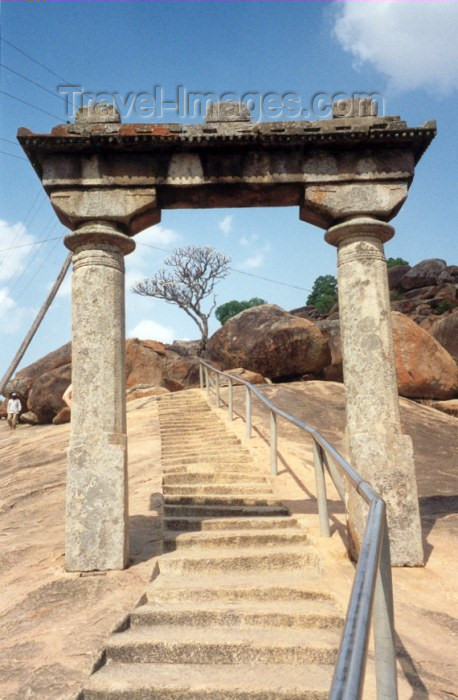 india57: India - Sravanabelagola: steps carved in rock (photo by Miguel Torres) - (c) Travel-Images.com - Stock Photography agency - Image Bank