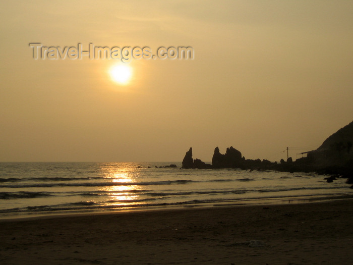 india62: Goa, India: Arambol Beach - sunset and rock silhouettes - photo by R.Resende - (c) Travel-Images.com - Stock Photography agency - Image Bank