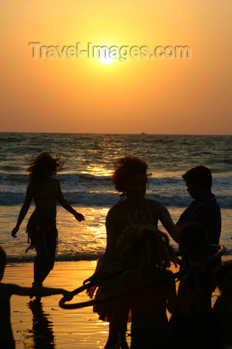 india65: India - Goa: beaches - people at sunset - photo by M.Wright - (c) Travel-Images.com - Stock Photography agency - Image Bank