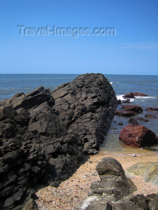 india73: Goa, India: basaltic rocks enter the sea - photo by R.Resende - (c) Travel-Images.com - Stock Photography agency - Image Bank