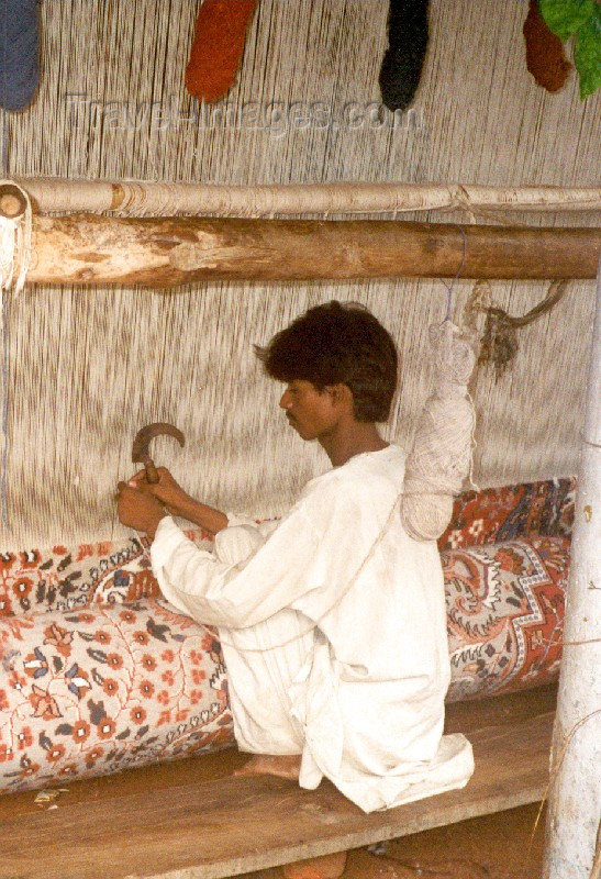 india86: India - Rajasthan: carpet weaving - photo by M.Torres - (c) Travel-Images.com - Stock Photography agency - Image Bank