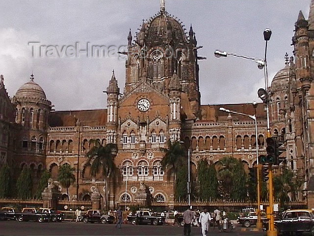 india90: India - Mumbai / Mumbai / Bombay / Bombaim (Maharashtra / Maharastra):  Victoria terminus - Chhatrapati Shivaji Station - Unesco world heritage site - photo by A.Slobodianik - (c) Travel-Images.com - Stock Photography agency - Image Bank