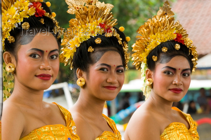 indonesia122: Padangbai, Bali, Indonesia: portrait of three young Balinese woman wearing traditional attire - photo by D.Smith - (c) Travel-Images.com - Stock Photography agency - Image Bank