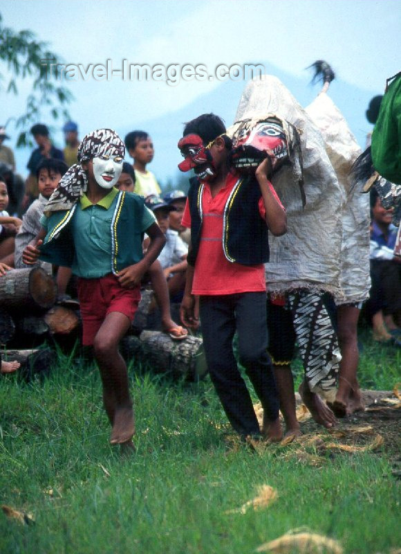 indonesia16: Java, Indonesia: trance dance - photo by M.Sturges - (c) Travel-Images.com - Stock Photography agency - Image Bank