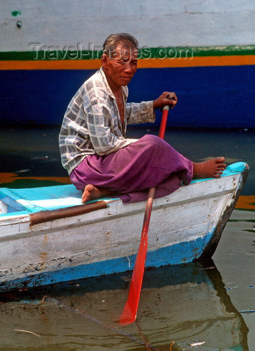 indonesia23: Sunda Kelapa, South Jakarta, Indonesia - old man rowing - old port of Sunda Kelapa - photo by B.Henry - (c) Travel-Images.com - Stock Photography agency - Image Bank